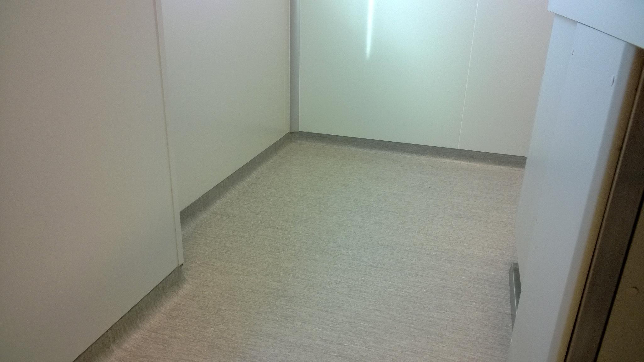 Suelo pvc autoadhesivo pavimentos arquiservi laboratorio - Instalar suelo vinilico autoadhesivo ...